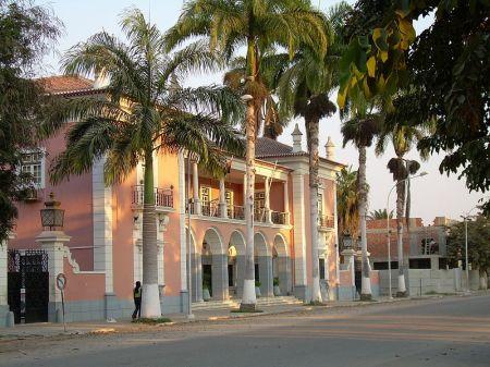 800px-Banco_Nacional,_Benguela,_Angola